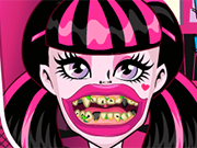 Play Draculaura Bad Teeth