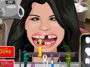 Play Selena Perfect Teeth